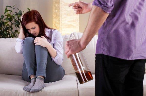 Муж пьет: как может жена помочь ему бросить пить